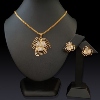 Gold Clover Pendant Set